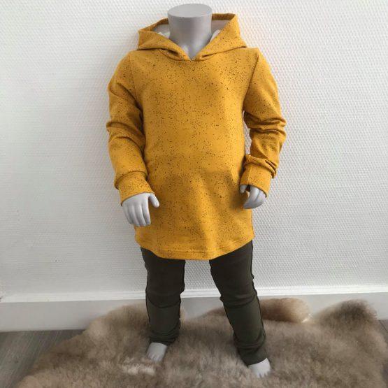 Gele hoodie met lange mouwen en capuchon