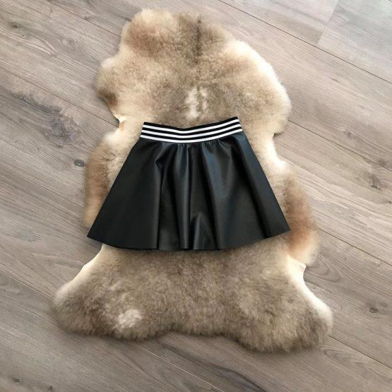 Zwart leren rok met elastiek