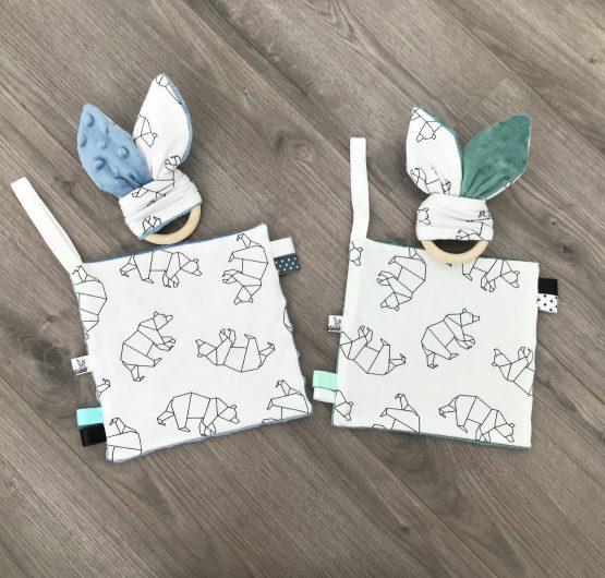 Abstracte ijsberen konijnenorenbijtring met knisperfolie