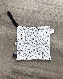 Speendoekje abstract grijs en witte labels