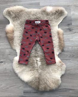 broek-panter-met-veer-rood